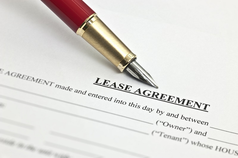 Paperwork and pen for a lease agreement